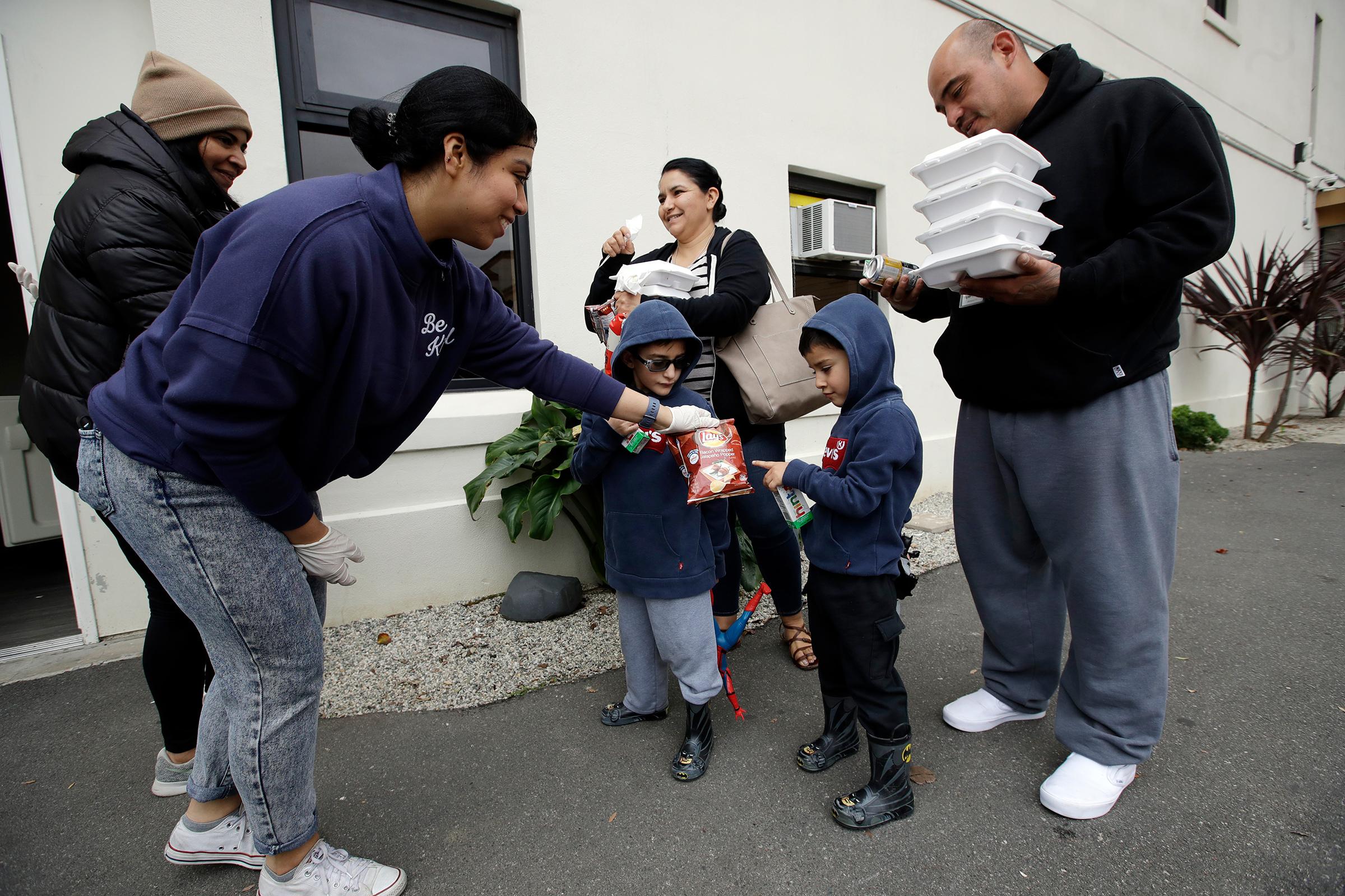 Tips For Mothers Who Brings Kids Volunteering in California